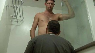 Gay hunk gets aroused in the shower