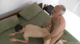 Mature gay daddy bangs young hot twink in bedroom