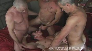 Threesome hot gay orgy with older gays participation